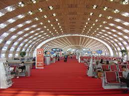 نمایی ار فرودگاه شارل دوگل پاریس فرانسه