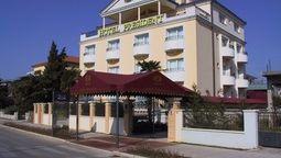 قیمت و رزرو هتل در زادار کرواسی و دریافت واچر