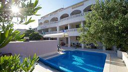قیمت و رزرو هتل در بول کرواسی و دریافت واچر