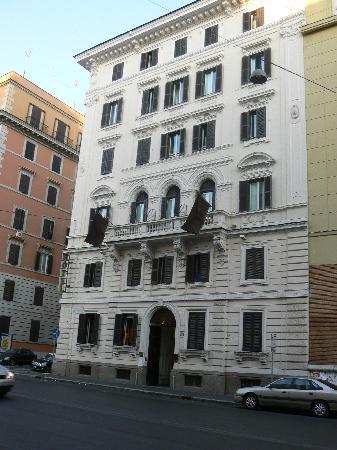 هتل تری استل رم ایتالیا - ارزانترین هتل های مرکز شهر رم