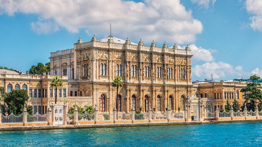 قصر دلماباغچه ترکیه Dolmabahçe Palace