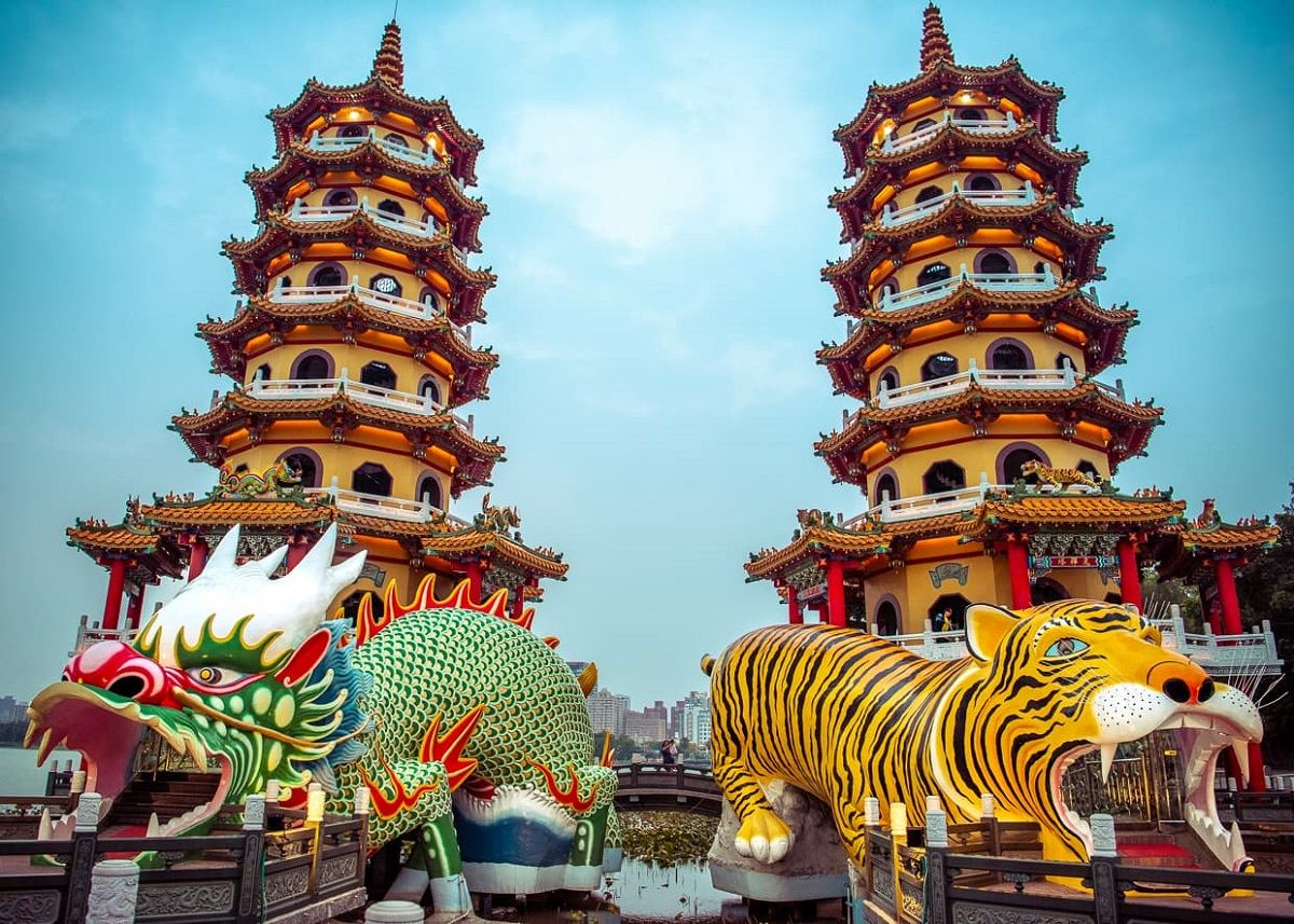اژدها و ببر پاگوداس تایوان Dragon and Tiger Pagodas- آفر پروازهای تایوان