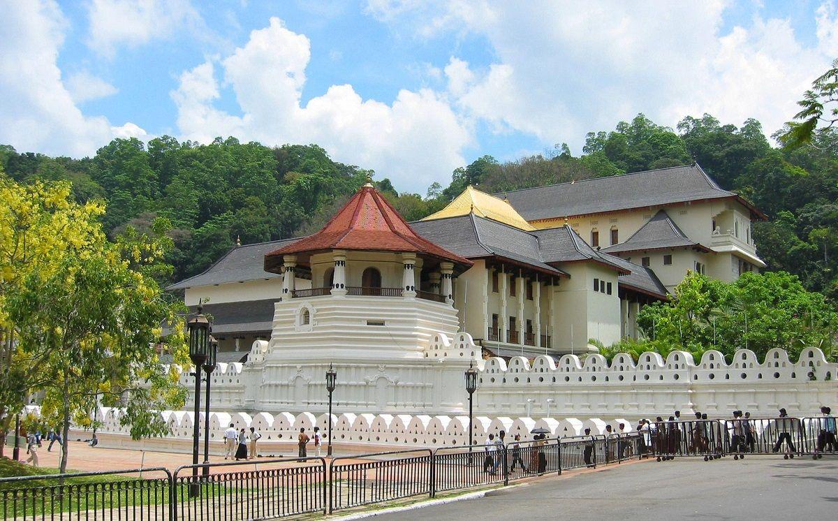 بیشترین تخفیف بلیط های سریلانکا - معبد توث رلیک سریلانکا Temple of the Sacred Tooth Relic :