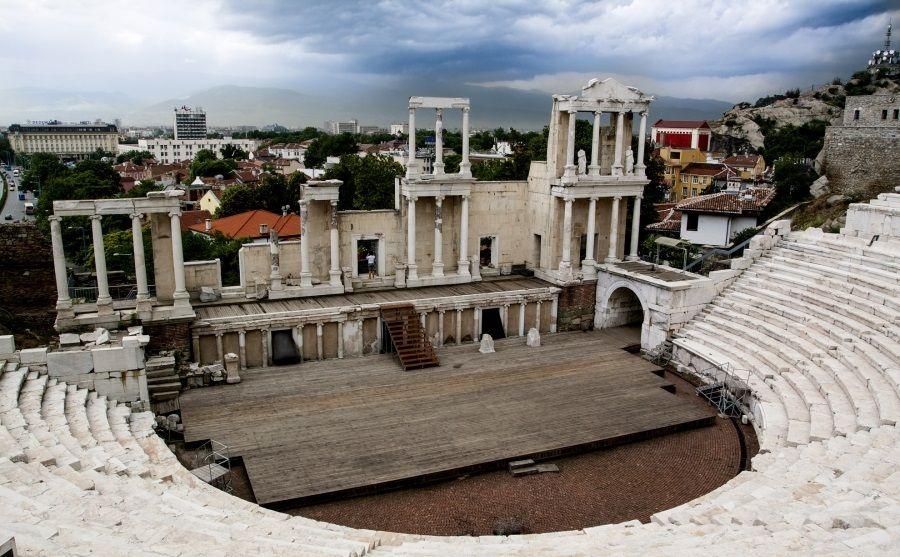 تئاتر باستانی فیلیپوپولیس بلغارستان Ancient Theater of Philippopolis - روزها و برنامه پروازهای بلغارستان