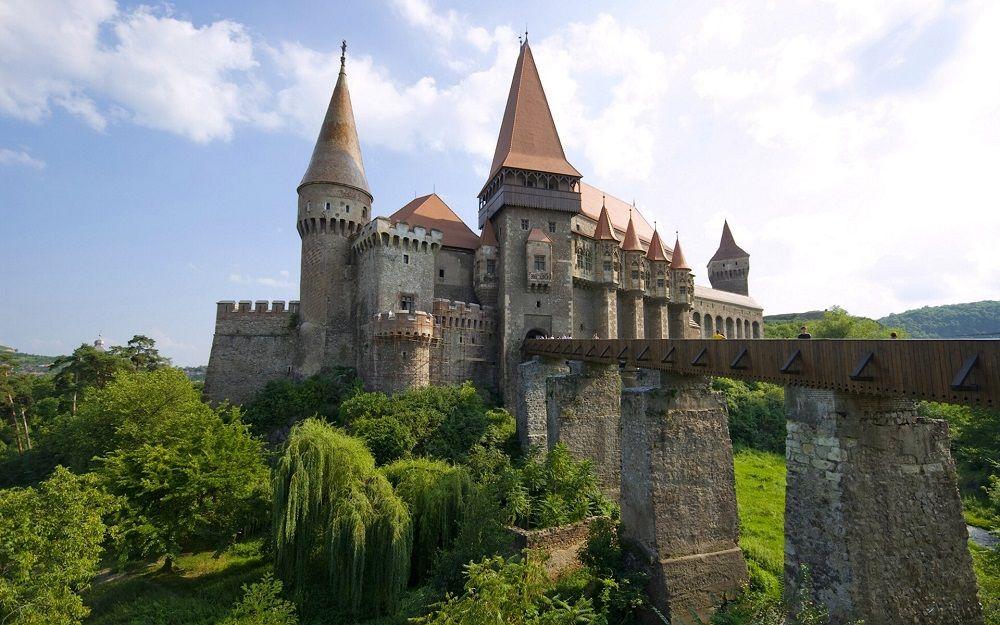 قلعه بران رومانی Bran Castle - قیمت بلیط رفت و برگشت رومانی