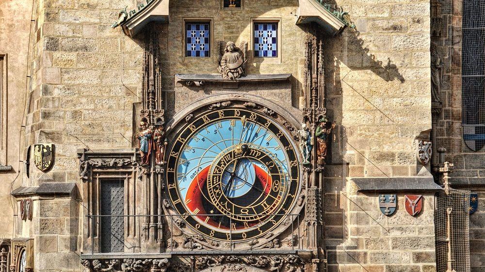 ساعت نجومی چک Czech astronomical clock - برنامه پروازهای تهران جمهوری چک