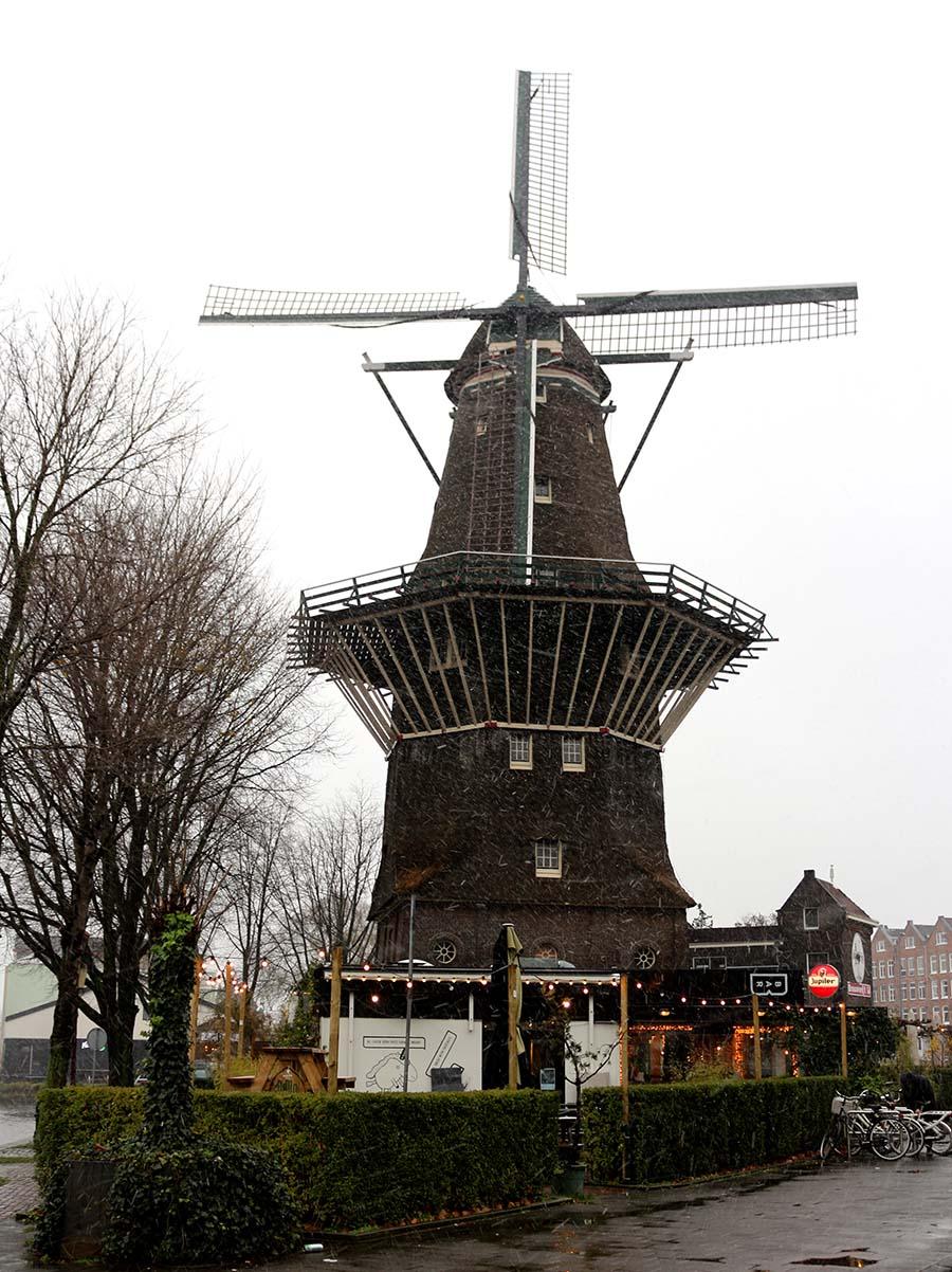 آسیاب بادی دِ خووایا هلند De Gooyer Windmill - نرخ پروازهای هلند