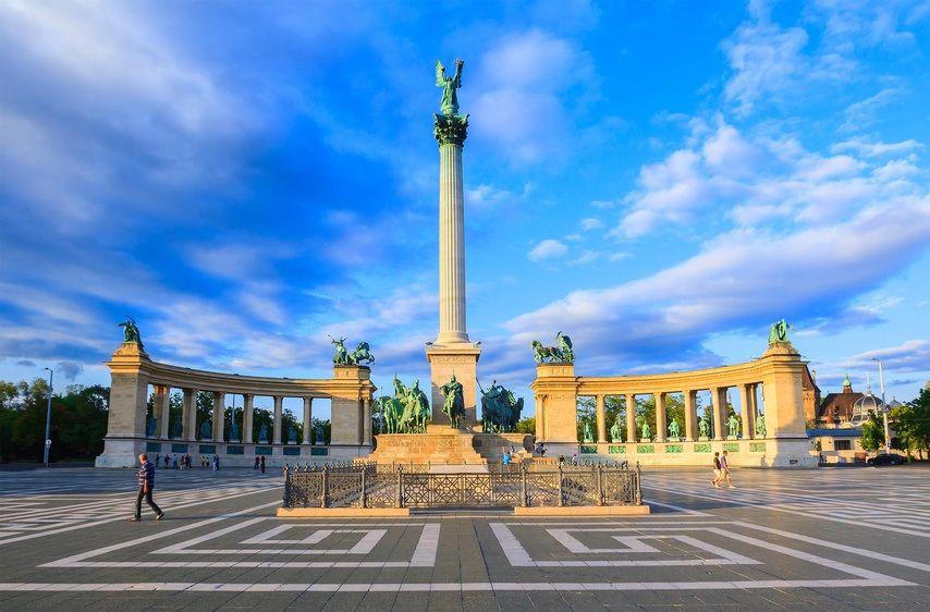 میدان قهرمانان مجارستان Heroes' Square- خرید و فروش اینترنتی پروازهای مجارستان