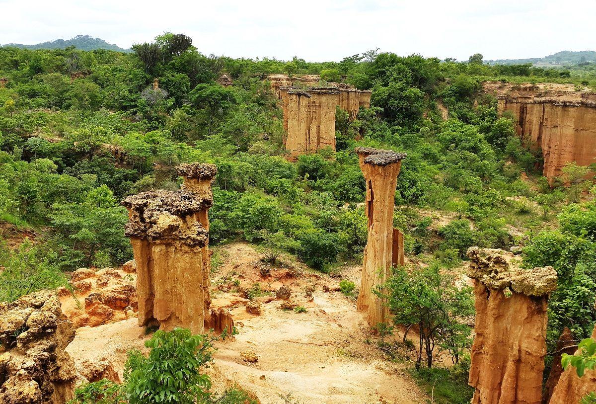 سایت دوران پارینه سنگی ایسیمیلا تانزانیا Isimila Stone Age site