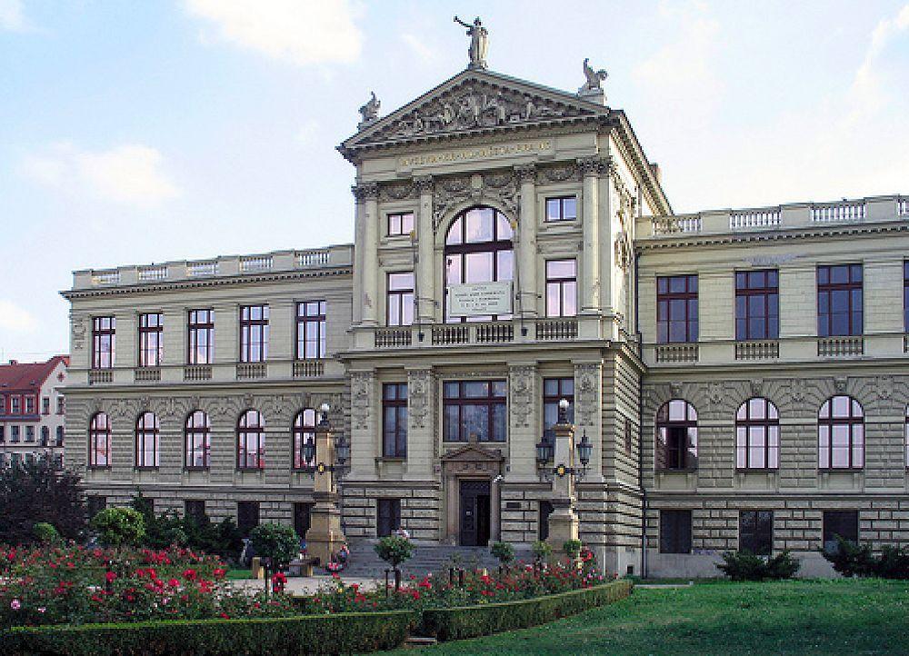 موزه ملی چک National Museum - بلیط ارزان چک