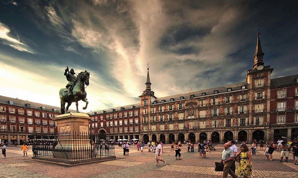 رزرو آنلاین و فروش بلیط هواپیما اسپانیا - پلازا مایور اسپانیا Plaza Mayor