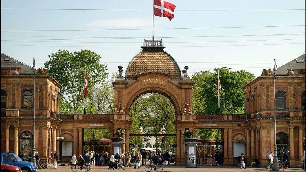 باغ تیوولی دانمارک Tivoli Gardens - قیمت بلیط هواپیما دانمارک