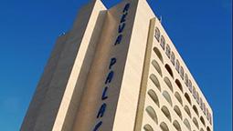 قیمت و رزرو هتل در دوالا کامرون و دریافت واچر