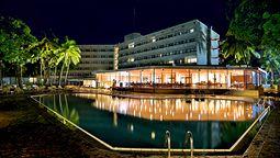 هتل مامی یوکو ردیسون بلو فری تاون سیرالئون