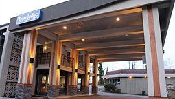 هتل ترولادج لازینز گیت ونکوور بریتیش کلمبیا کانادا
